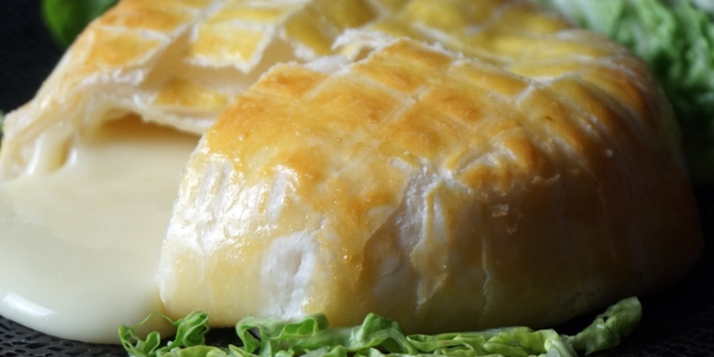 Camembert im Blätterteigmantel
